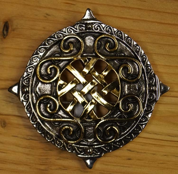 "Belt Buckle  "" Round shield with knot motieven """