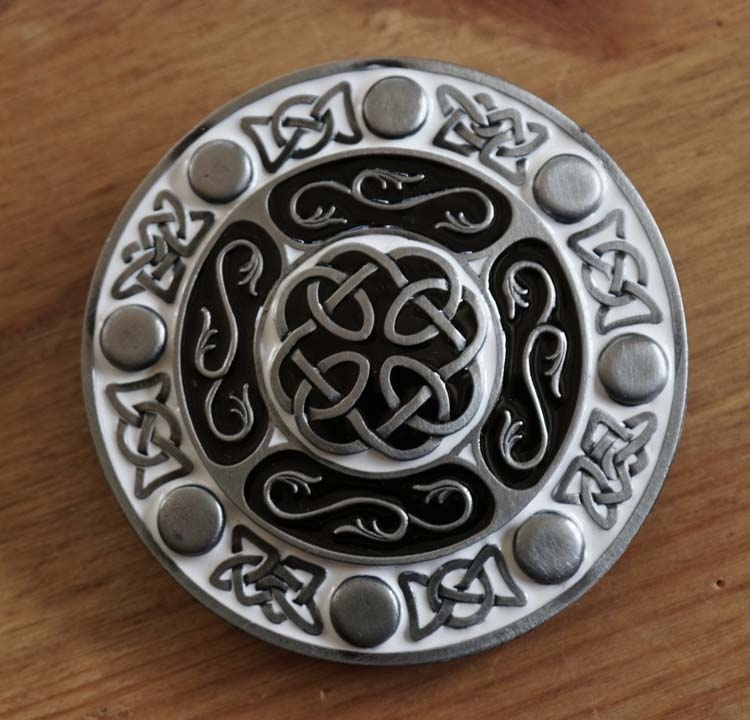"""Buckle / gesp  """" Celtic knot with design characters """""""