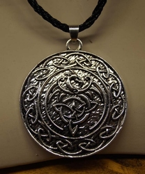 "Ketting  "" Celtic knot with bird """